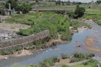 Südafrika - Illegale Müllentsorgung in Flüssen